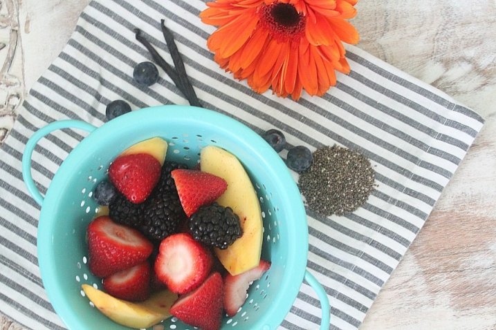 homemade-chia-seed-pudding-with-fruit