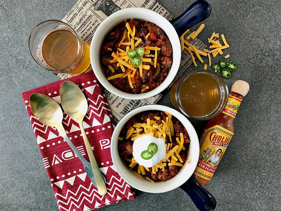 This is it! The best, cold weather chili recipe. Quick and easy chili for dinner tonight!