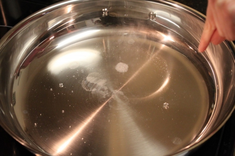 No more food sticking to pans! This tip works everytime! How do I cook in a stainless steel pan without food sticking?