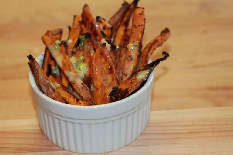 paleo sweet potato fries with dipping sauce