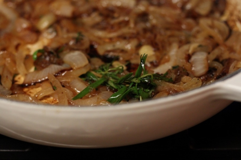 french onion chicken with onions and rosemary