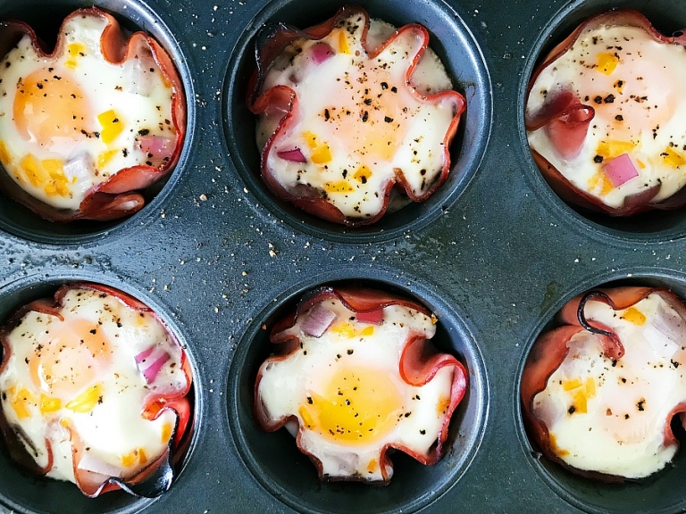 Delicious grab and go paleo egg cups! Perfect for paleo meal prep!