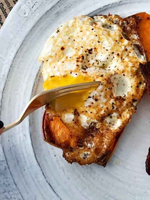 A savory, paleo breakfast for ever weekday! One pan sweet potato toast with bacon!